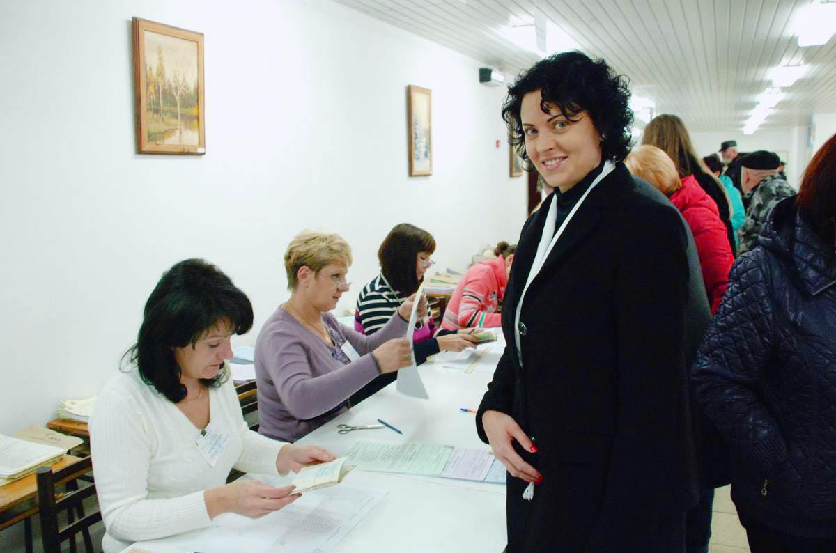 Світлана Сова на виборчій дільниці